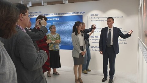 Western Scholars Gather in Seoul for The Church of Almighty God's Premiering Photo Exhibit